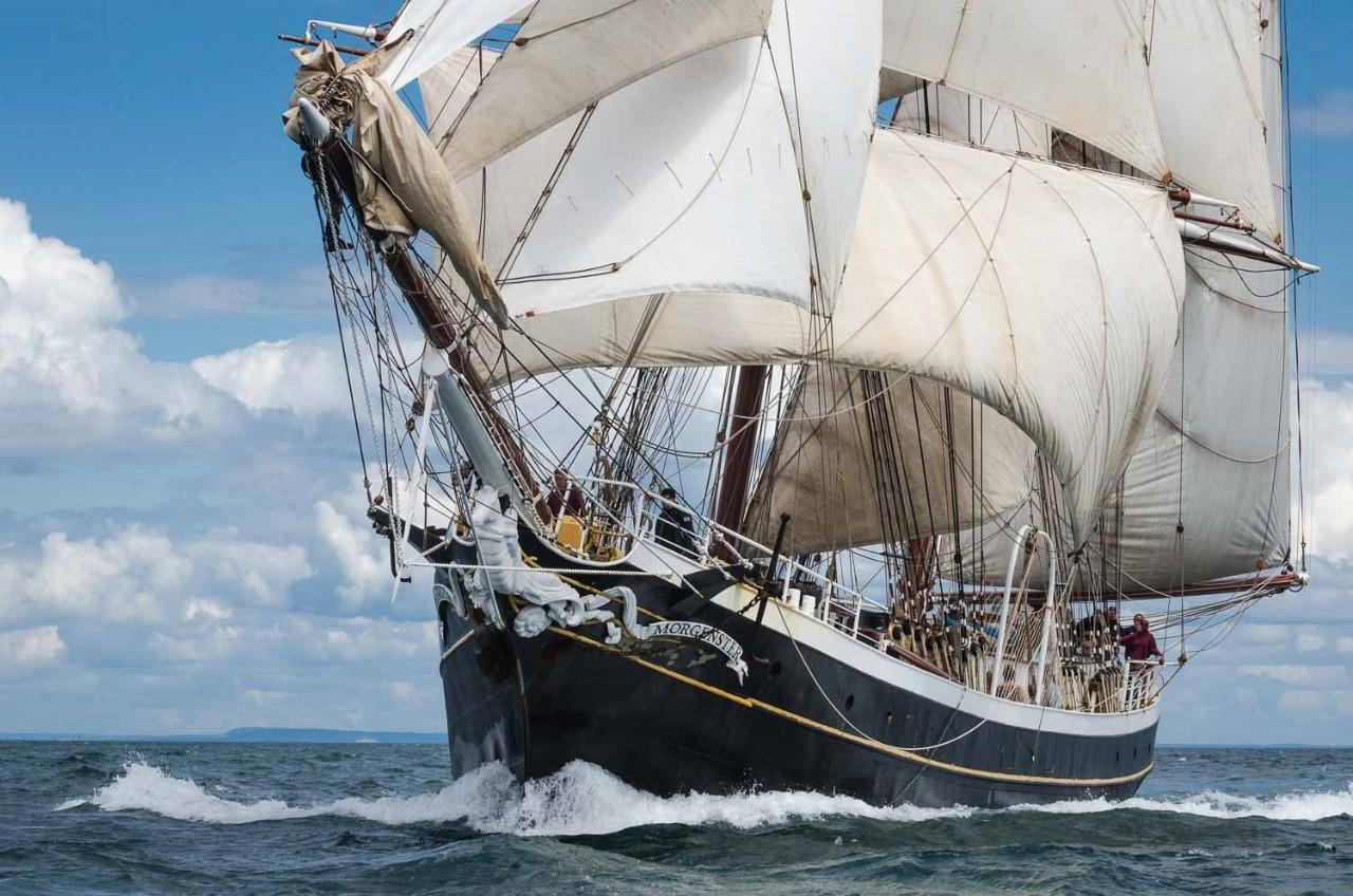 Попробуйте Пройти сотни морских миль вдоль побережья Атлантики на паруснике Morgenster