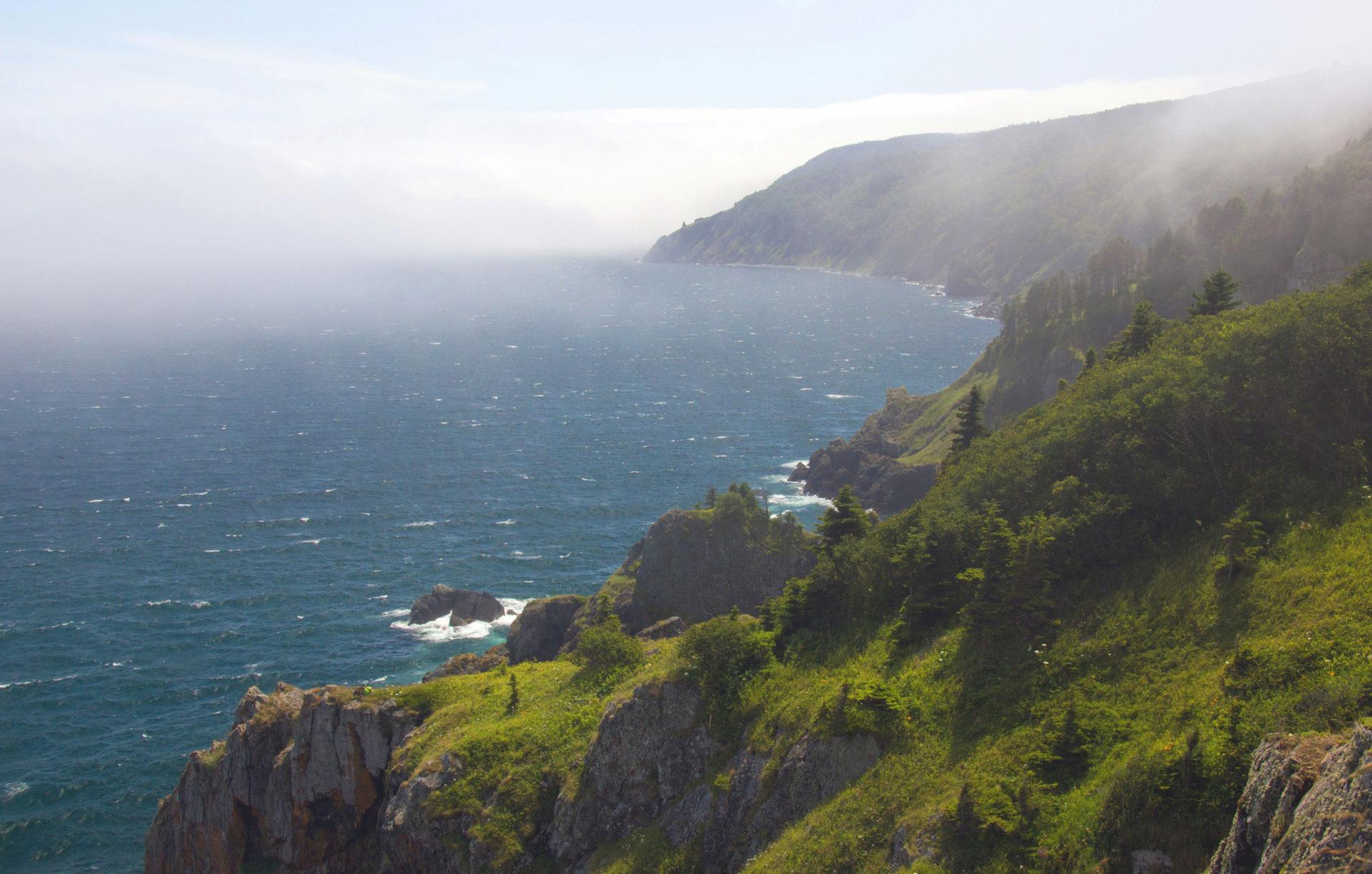 Попробуйте Восхититься красотой акватории Татарского пролива – места, где Сихотэ-Алиньский горный хребет соприкасается с морем. Вы станете настоящим участником морской экспедиции первопроходцев!